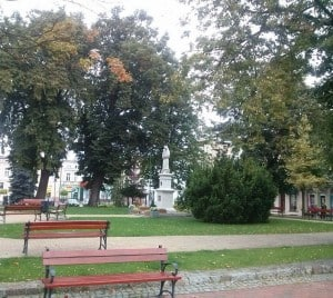 Pomnik Matki Bożej Królowej Korony Polskiej na tucholskim rynku. Fot. Sławomir Cieślicki