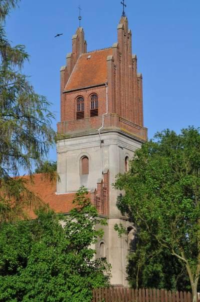 Bysławek – pomorska wieś z klasztorem w tle