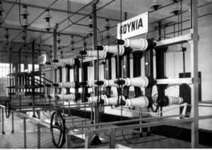 Pomorska Elektrownia Krajowa w Gródku - fragment rozdzielni - źródło: Narodowe Archiwum Cyfrowe