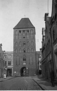 Chojnice - brama człuchowska - źródło: Narodowe Archiwum Cyfrowe