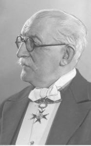 Bronisław Dembiński. Widoczny zawieszony na wstędze order - źródło: Narodowe Archiwum Cyfrowe