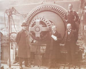 Inż. Hoffmann odbiera generator (elektrownia w Gródku)- fot. ze zbiorów Mariusza Chudeckiego
